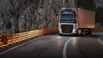 Volvo FH16 dynamic steering at hight speeds