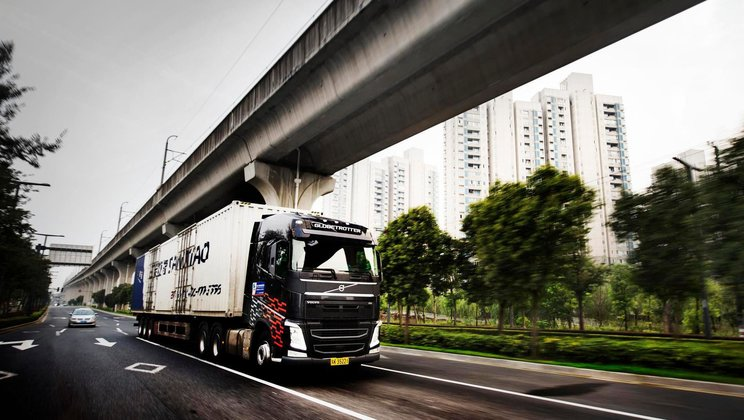 Volvo FH driving in Shanghai